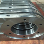 What are the requirements for the division of CNC machining processes?